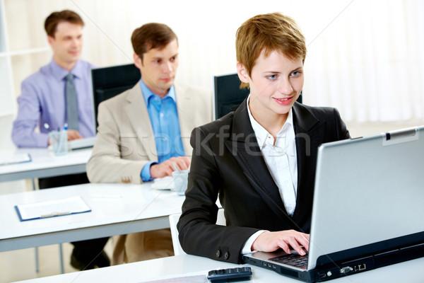 Stock fotó: Dolgozik · csetepaté · alkalmazottak · gépel · laptop · nő