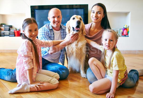 Nowoczesne rodziny młodych przyjazny cztery Zdjęcia stock © pressmaster