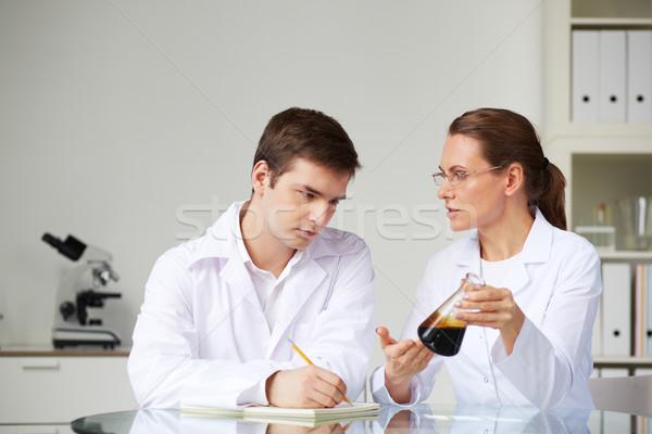 Sustancia dos científicos mirando vidrio estudiar Foto stock © pressmaster