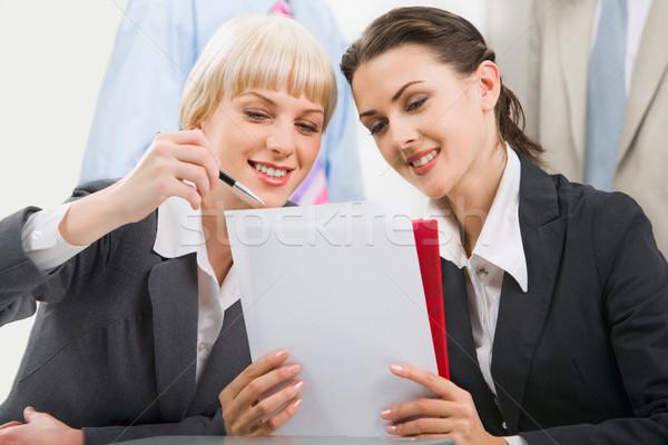 Trabajo en equipo mujer de negocios nuevos plan negocios trabajo Foto stock © pressmaster