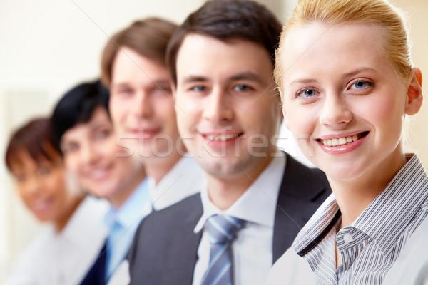 Stok fotoğraf: Başarılı · işkadını · bakıyor · kamera · arkadaşları · iş