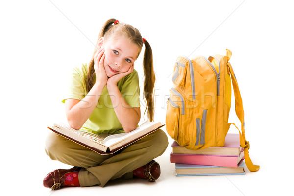 Szorgalmas lány portré aranyos iskolás lány nyitott könyv Stock fotó © pressmaster