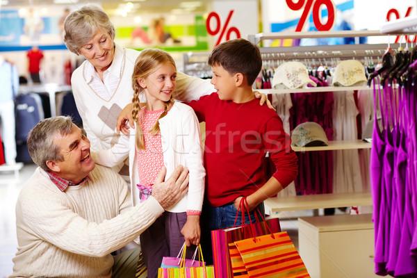 Familia departamento tienda retrato feliz abuelos Foto stock © pressmaster