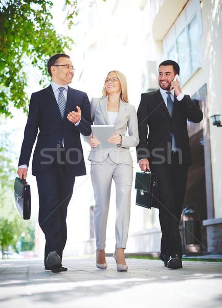 Podział doświadczenie dojrzały biznesmen młodych ambitny Zdjęcia stock © pressmaster