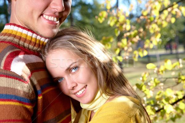 Genegenheid foto gelukkig meisje sluiten knap mannelijke Stockfoto © pressmaster
