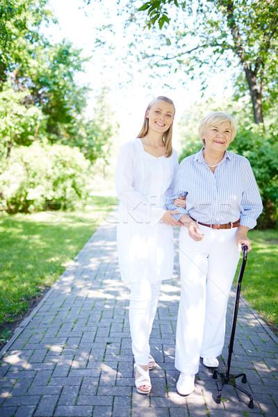Stock fotó: Sétál · ki · együtt · csinos · nővér · idős
