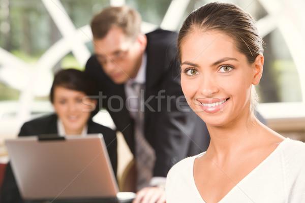 Portré mosolyog gyakornok barna hajú kaukázusi nő Stock fotó © pressmaster