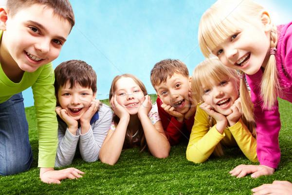 Dikkatsiz çocukluk görüntü çocuklar yeşil ot Stok fotoğraf © pressmaster