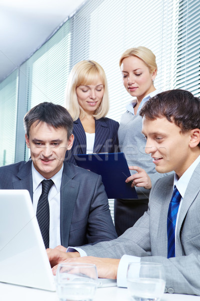 Stockfoto: Nieuwe · business · plan · vier · zakenlieden · werken