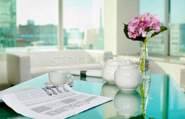 Reggel asztal porcelán csésze edény újság Stock fotó © pressmaster