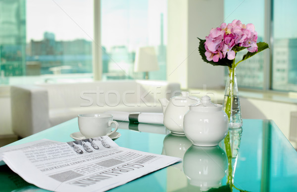 Foto stock: Manhã · tabela · copo · pote · jornal