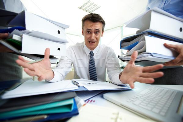 Papírmunka kétségbeesett üzletember nem tudomás mi Stock fotó © pressmaster
