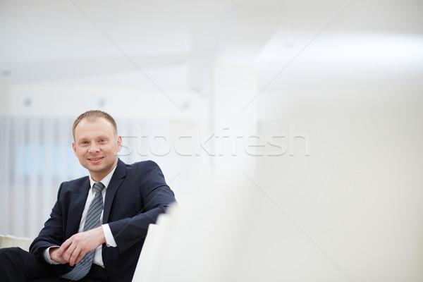 会議 肖像 笑みを浮かべて ビジネスマン 座って ホール ストックフォト © pressmaster