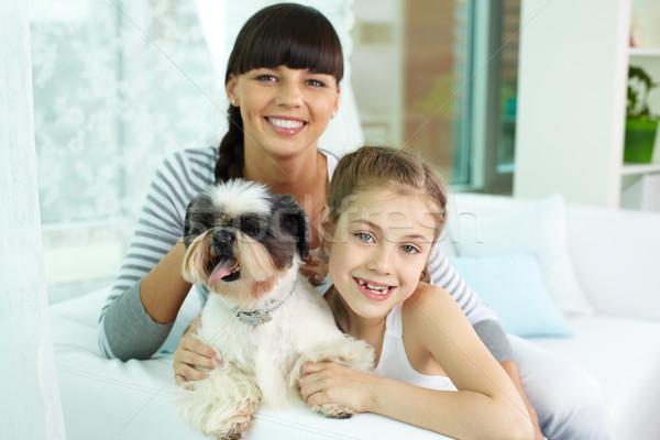 Madre hija mascota retrato niña feliz Foto stock © pressmaster
