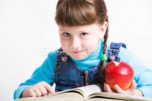 Foto stock: Aprendizaje · retrato · nina · manzana · roja · mano · libro · abierto