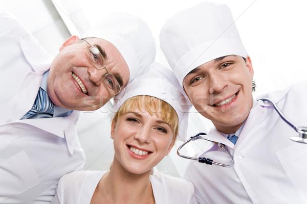 Dostça doktorlar altında görmek üç bakıyor Stok fotoğraf © pressmaster