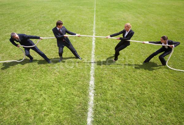 Corporate rivaliteit zakenlieden onderneemsters spelen vrouw Stockfoto © pressmaster