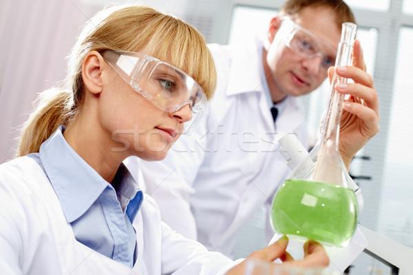Foto stock: Químico · trabalhar · fundo · verde · medicina · feminino