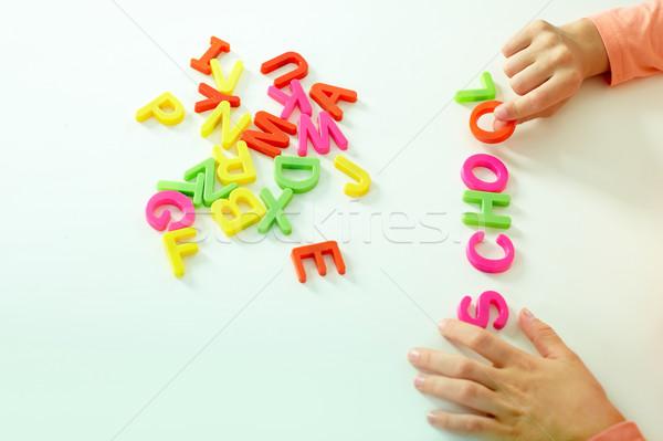 Palabra primer plano nina mano escuela Foto stock © pressmaster