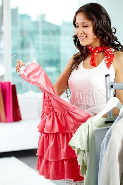 Agradável compras retrato menina feliz escolher novo Foto stock © pressmaster
