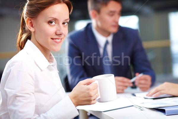 Sekreter brifing portre gülen içme kahve Stok fotoğraf © pressmaster