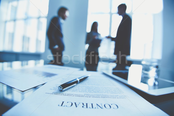 Contrat signe affaires stylo travail Photo stock © pressmaster