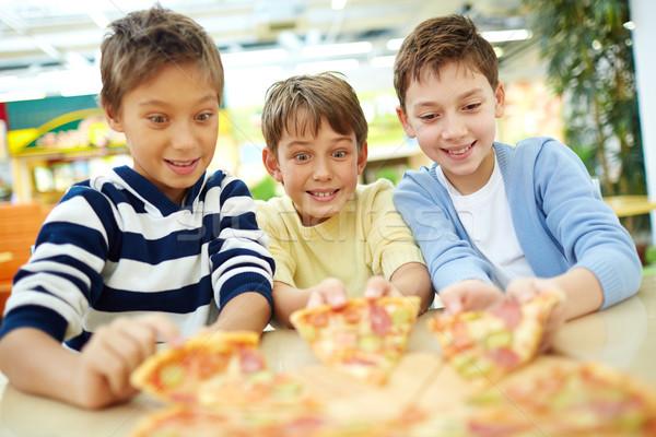 Verlockend Pizza drei Jungen Sitzung Kinder Stock foto © pressmaster