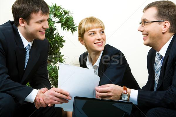 Transferir acordo imagem homem necessário sócio Foto stock © pressmaster
