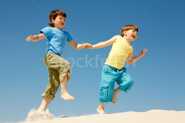 Photo stock: Coureurs · photo · heureux · garçons · courir · vers · le · bas