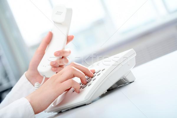 Wybrać Fotografia kobiet ręce biały telefon Zdjęcia stock © pressmaster