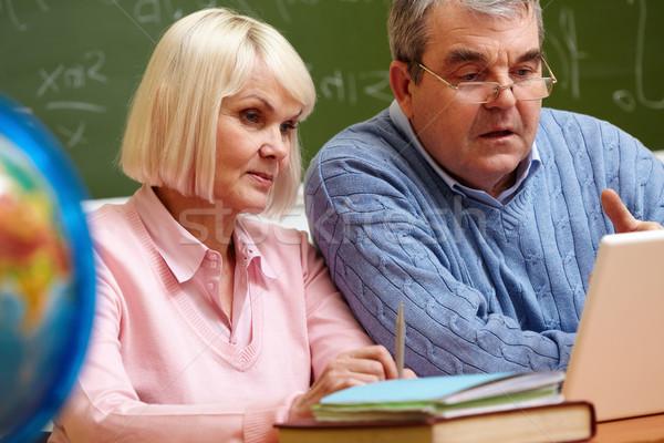 Moderna ancianos personas estudiar Foto stock © pressmaster