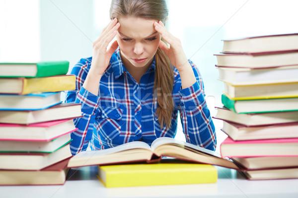 Estudiar retrato tenso nina tocar cabeza Foto stock © pressmaster
