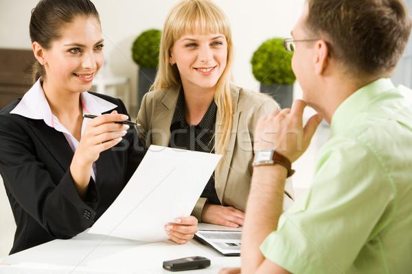 Debate retrato equipo de negocios reunión oficina Foto stock © pressmaster