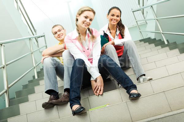 Foto stock: Escada · retrato · três · adolescentes · sessão · olhando