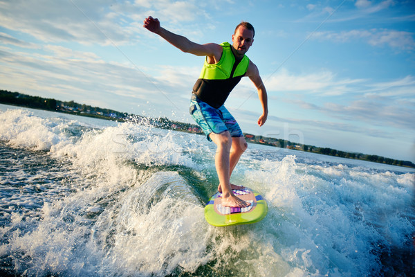 été jeune homme eau mer Skyline Photo stock © pressmaster