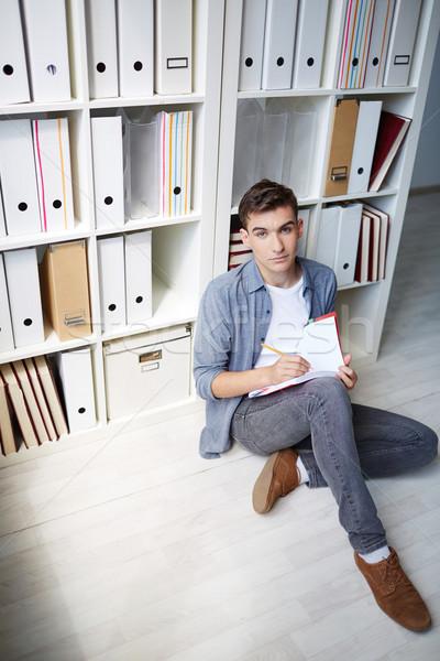 Studenten Schönschreibheft ernst Sitzung Stock Stock foto © pressmaster