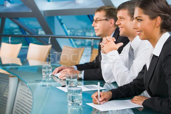 Konferencia üzletemberek hallgat hangszóró nagyszerű figyelem Stock fotó © pressmaster