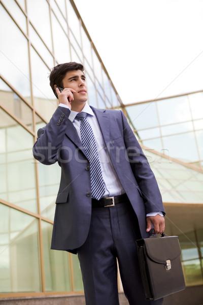 Stock fotó: Hív · üzletember · portré · kommunikál · mobiltelefon · kint