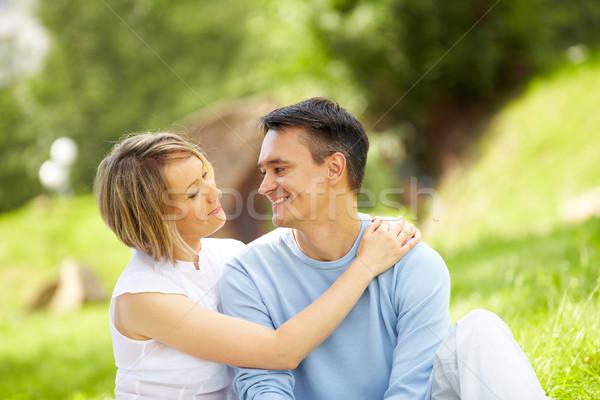 Proximidade retrato jovem amoroso casal olhando Foto stock © pressmaster