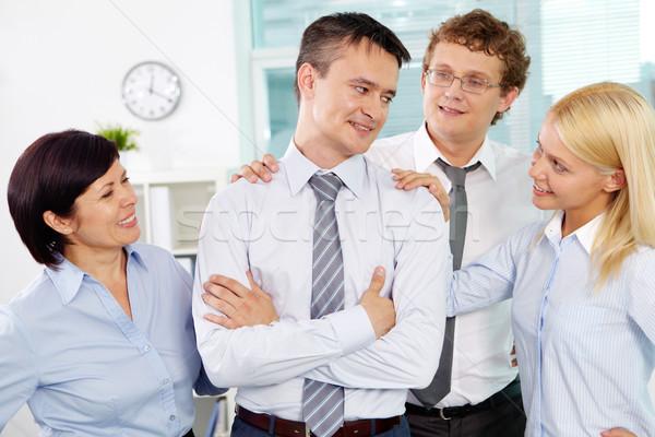 Rajongás csoport barátságos üzletemberek vezető iroda Stock fotó © pressmaster