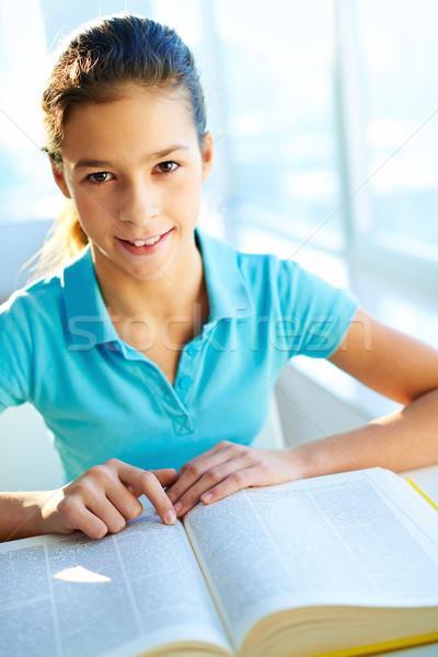 Szomjúság tudás okos diák néz lexikon Stock fotó © pressmaster