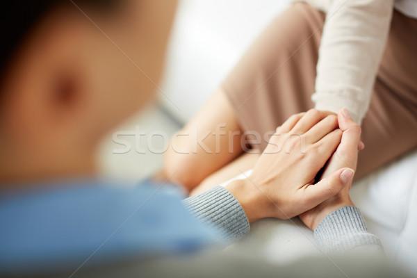 Empati psikiyatrist eller birlikte dinleme Stok fotoğraf © pressmaster