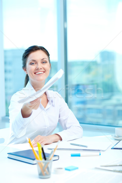 Mooie aanvrager portret gelukkig vrouw toepassing Stockfoto © pressmaster