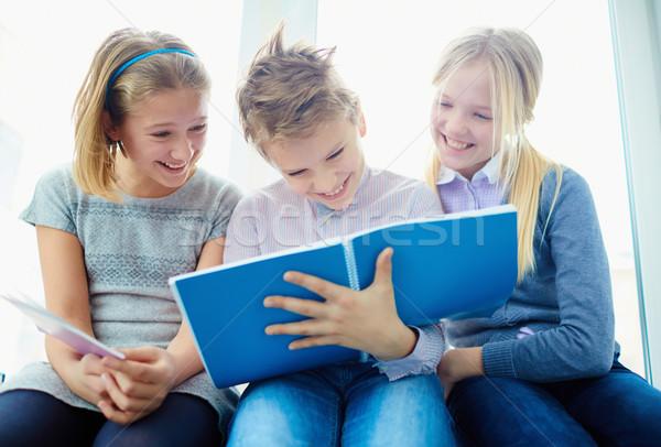 レッスン 肖像 3  笑い クラスメート 見える ストックフォト © pressmaster