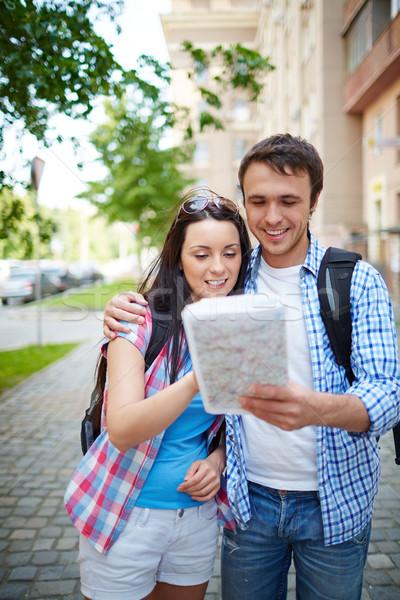 Guiá casal menina edifício homem viajar Foto stock © pressmaster