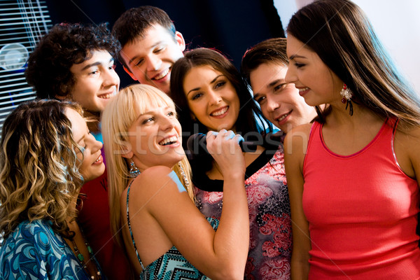 Karaoke fête six personnes écouter chanter petite amie Photo stock © pressmaster