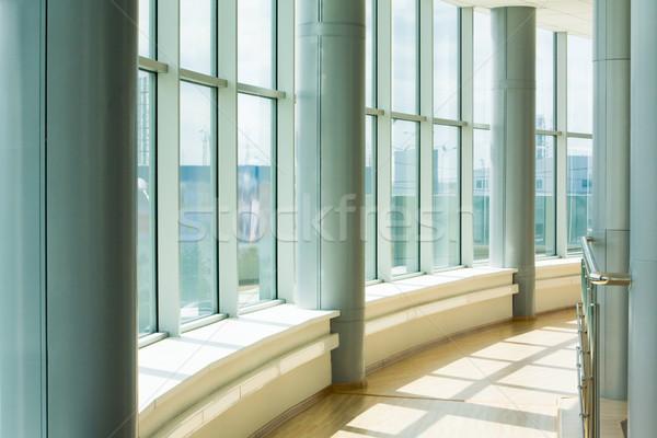 Koridor görüntü ofis binası büyük pencereler gökyüzü Stok fotoğraf © pressmaster