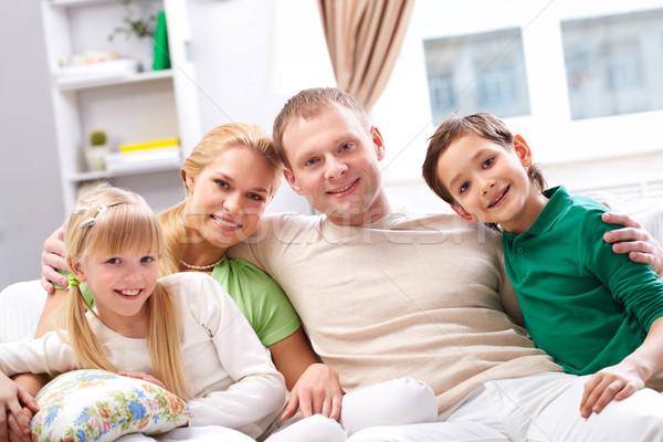 Genegenheid jonge gelukkig gezin vier naar Stockfoto © pressmaster