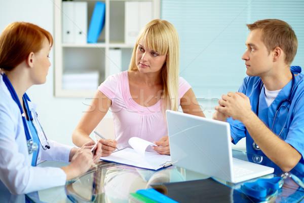 Medische overleg portret beoefenaar raadpleging patiënt Stockfoto © pressmaster