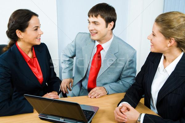 Stock fotó: Csapatmunka · kép · üzletemberek · beszélget · ül · asztal